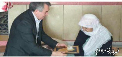 تجلیل فرماندار شهرستان مرا ه تپه از مقام مادر شهید حسین حاجیلی دوجی.