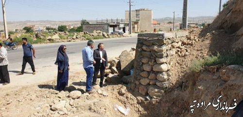 بازدید فرماندار مراوه تپه از پروژه دیوار سازی و پارک آب نمای ورودی جنوبی شهر