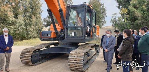 اهداء یک دستگاه بیل مکانیکی از طرف بنیاد علوی کشور به شهرستان